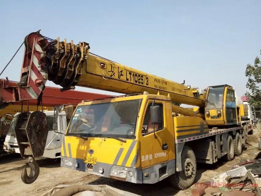出售2010年长江25吨五节臂吊车