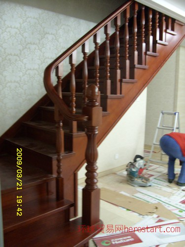 南京金阁楼梯专业提供实木楼梯批发加盟
