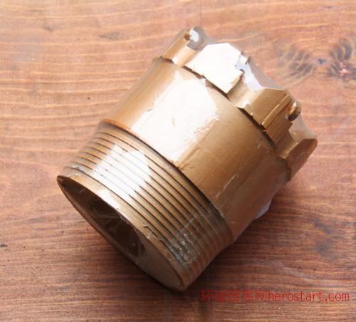 钻杆,岩心管,金刚石钻头、复合片钻头,锁接头,空白合金钻头、自由钳,垫叉,扳叉,脑袋,提引器,扩孔器,吊锤,打捞工具公锥