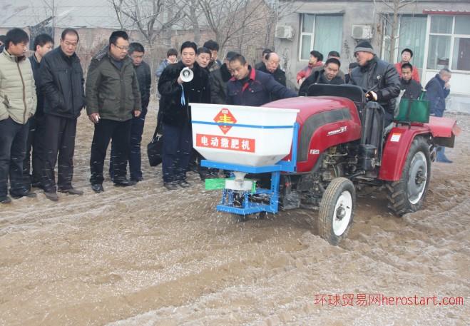 拖拉机用电动撒肥机