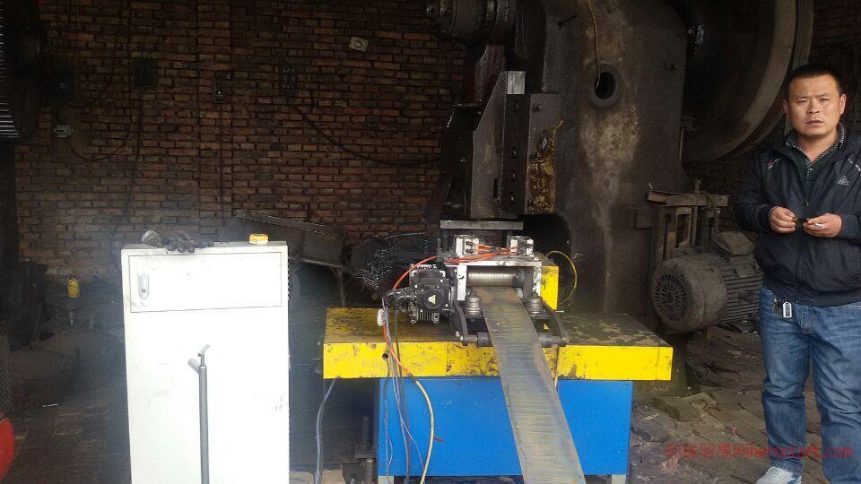 山型卡送料器冲床设备自动送料器