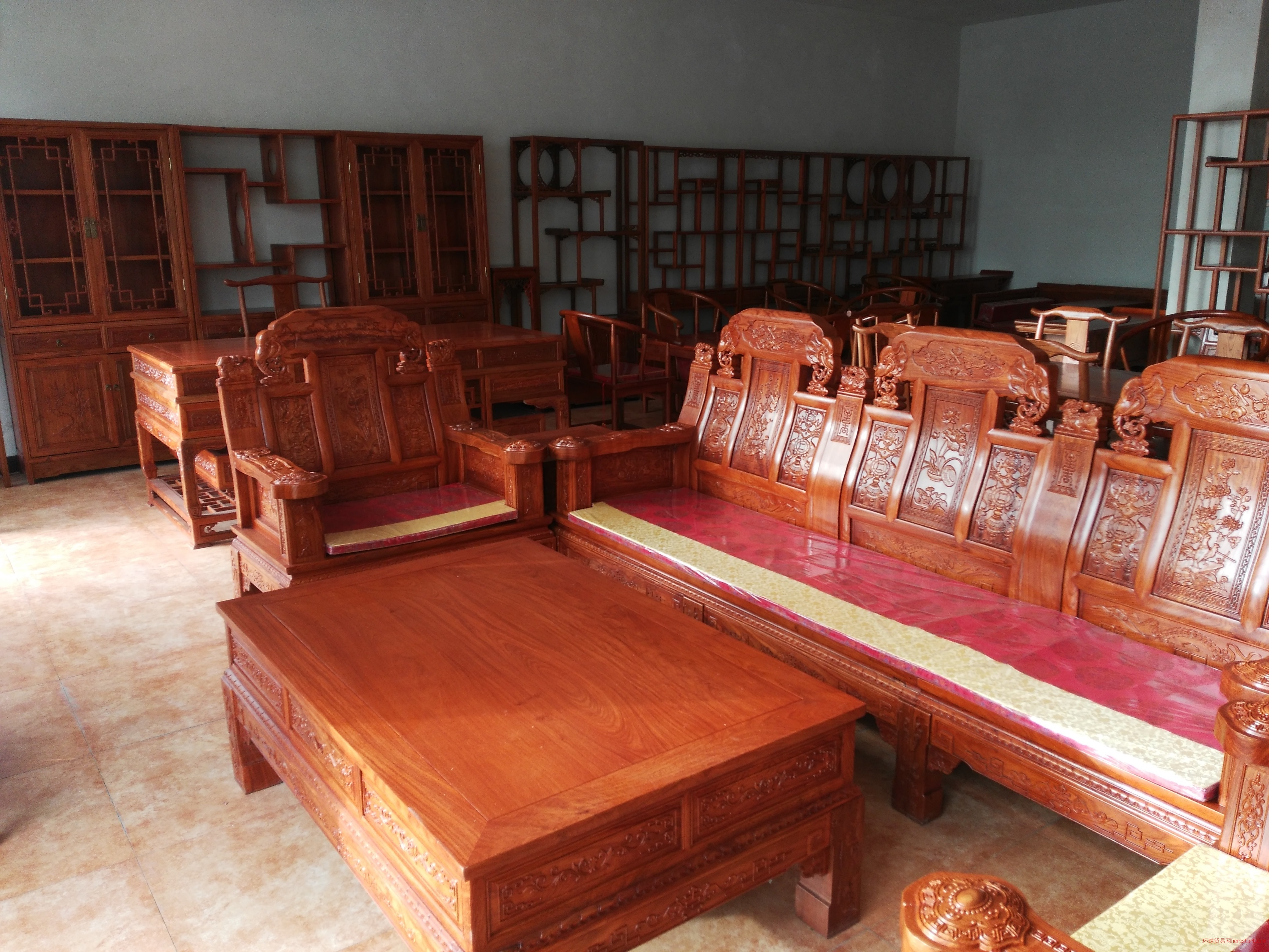 聚雅苑红木家具,天然奇石