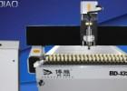 定制1325气动压板广告雕刻机