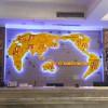 酒店吧台背景墙特色装饰 立体世界地图电子时间屏