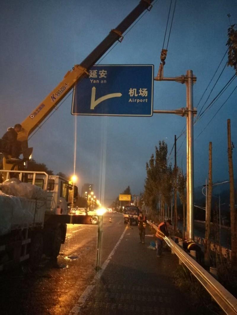 河北交通标志杆制作,悬臂式交通标志杆厂家