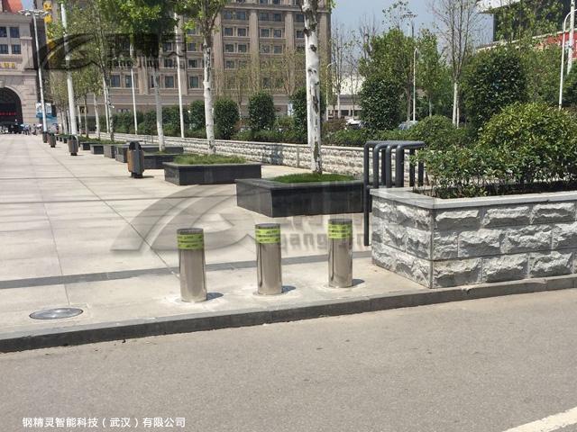 武汉手动锁挡车柱 汉口火车站路桩公司 钢精灵升降路桩