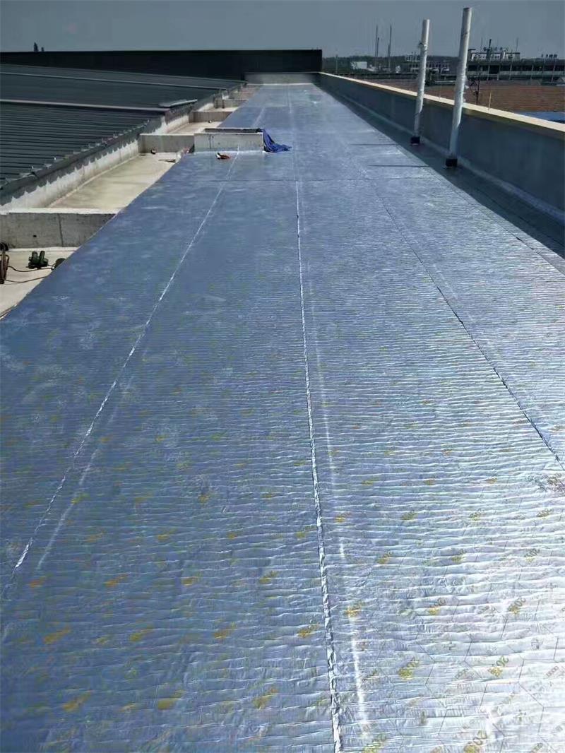 金属屋面专用防水卷材老化性高达35年以上