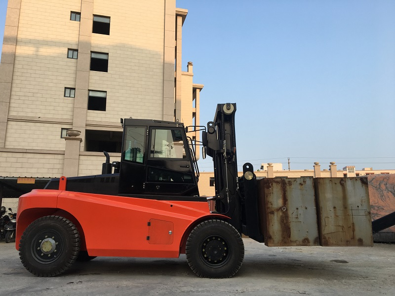 13.5吨叉车 福建重型内燃叉车定制制造厂家