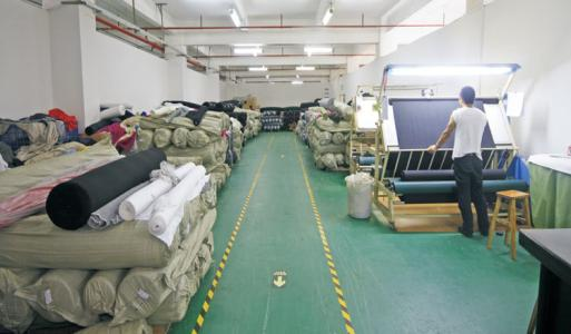 上海回收服装库存回收面料布料尾货