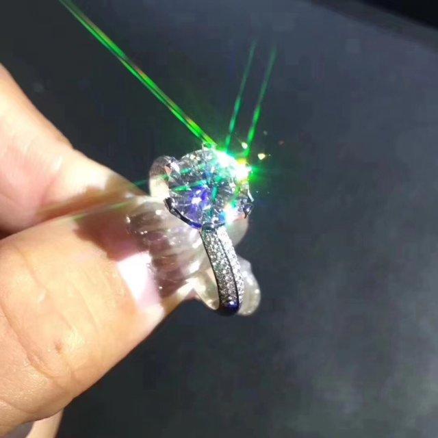 2019热卖 国产1克拉莫桑钻戒指 18K金镶嵌 高品质定制