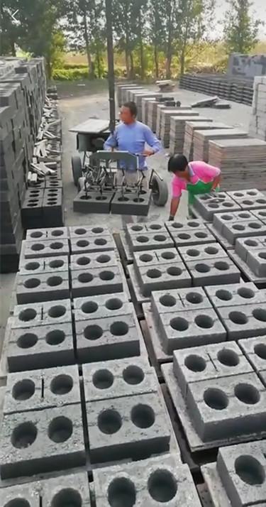 空心砖夹砖机行走型