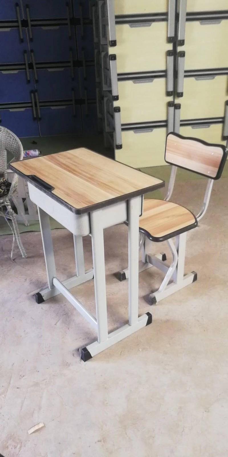 郑州市华闻家具公司供应学校培训机构使用单双人课桌椅