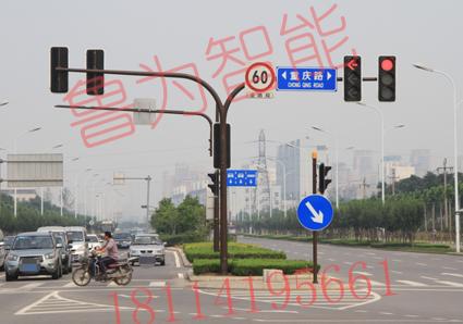 大弯臂交通信号灯