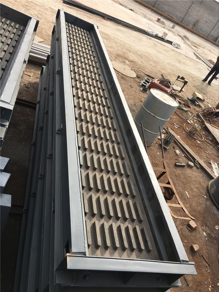 铁路线路建设使用的非金属声屏障钢模具