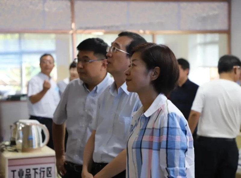 铜仁市委副书记、市长陈少荣一行莅临德生科技参观调研