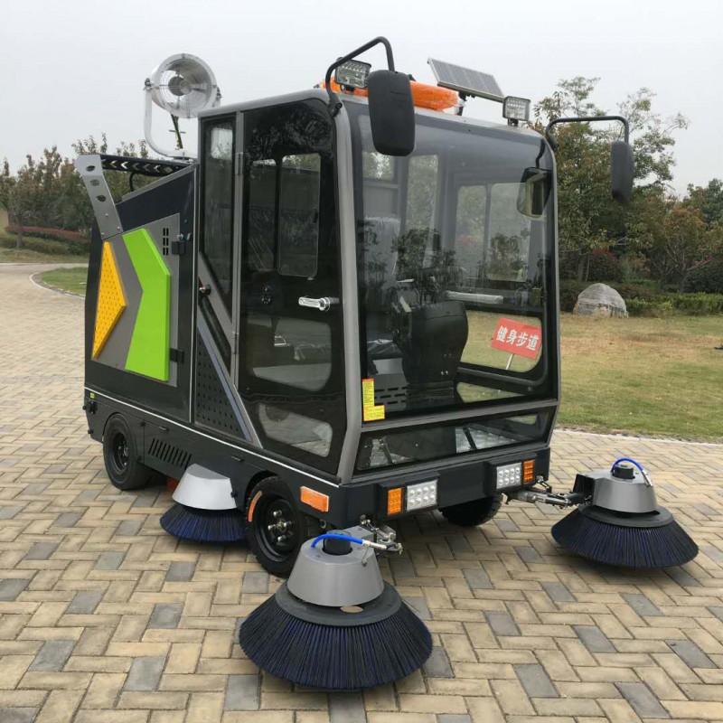 山西晋城四轮驾驶式扫地车