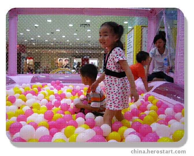 噜啦啦卡通乐园--彩球大泳池