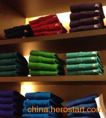 供应巴宝莉 外贸品牌服装批发要多少钱?香港服装批发