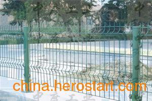 供应双边丝护栏网 护栏网厂 双边丝护栏网价格 铁路封闭网 高速公路封闭网 厂区围栏 小区护栏