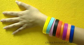 供应PVC手碗带,碗带,手环,手饰品