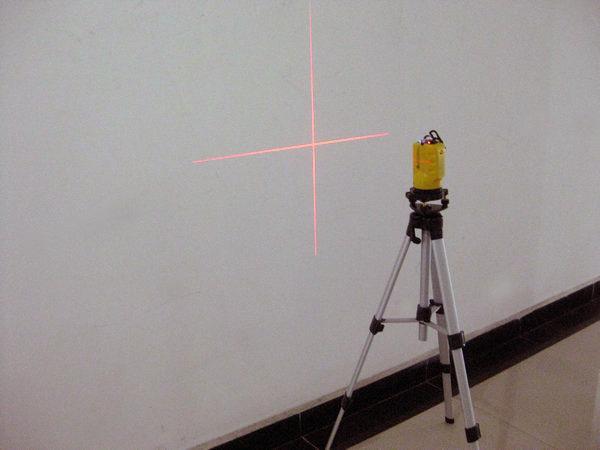 供应2线 激光红外水平仪 激光投线仪 激光标线仪 厂家直销
