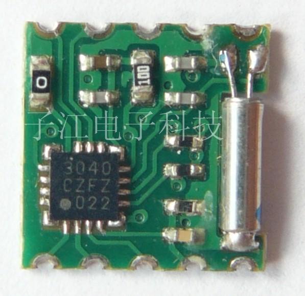 采用Silicon LABS的全数字COMS单晶片集成电路SI4730。内置数字频率调谐和DSP解码器,支持数字音频输出及RDS接收功能。通用I2C及SPI总线控制模式,AM支持环状天线及铁氧体磁性棒状天线。接收灵敏度高、抗干扰能力强、外部元件少、体积小、低功耗、低噪声、低成本、使用简单等优点。是一款简单易用且具极高性价比的单芯片双模收音模组。 应用范围: A、 移动DVD、TV、MP3/4、DVB、GPS等内置式调频/调幅(FM/AM)无线收音模组。 B、 桌面及移动立体声收音系统、播放器、音乐盒、Mi