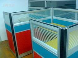供应深圳回收二手办公用品,深圳回收办公屏风,深圳回收办公桌。