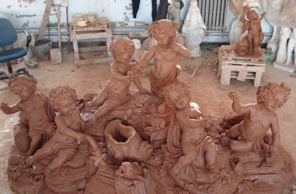 天目公司是一家集欧洲建筑艺术风格的GRC构件产品砂岩雕塑玻璃钢雕塑等艺术制品的经典设计咨询制作与安装为一体的综合性实力公司。天目公司拥有一批资深的艺术雕塑师和技术精湛的模具制作师设计师。专业承接欧洲艺术风格的桑拿洗浴酒店楼堂会所高档别墅区的GRC欧式构件砂岩玻璃钢的专业设计、制作与安装。