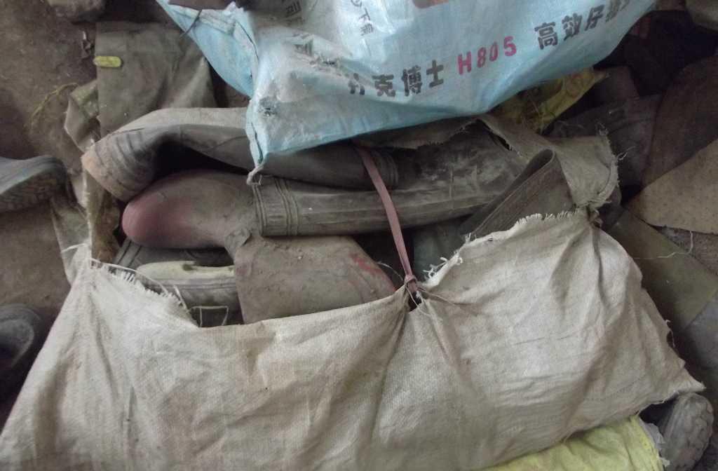大量供应废旧透明雨靴