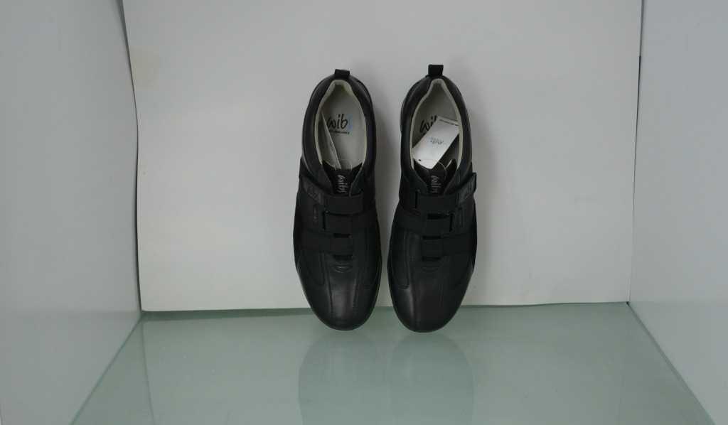 2万双外贸原单健康鞋功能性休闲鞋摇摆鞋  越南产