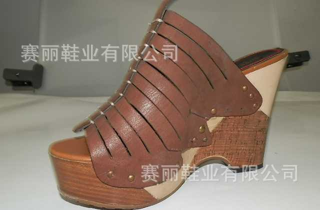2012新款 正品 真皮凉鞋  专业生产