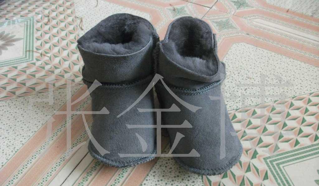 厂家供应16码澳羊皮软底童鞋羊毛一体童鞋 雪地靴 四颜色