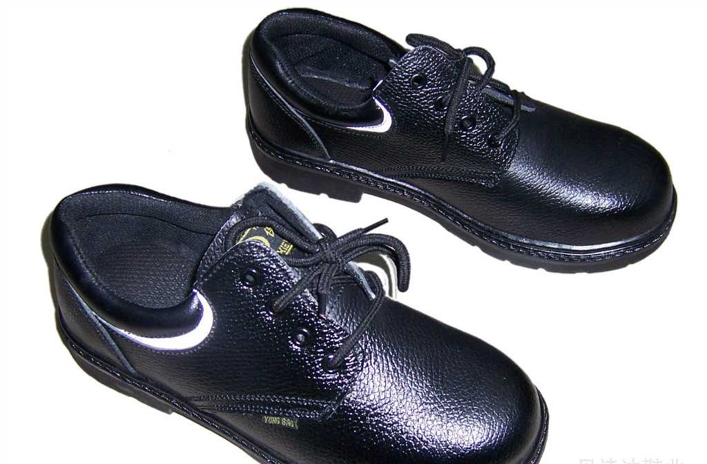 常年供应批发真拉线上胶单钢包头真皮男装工作鞋