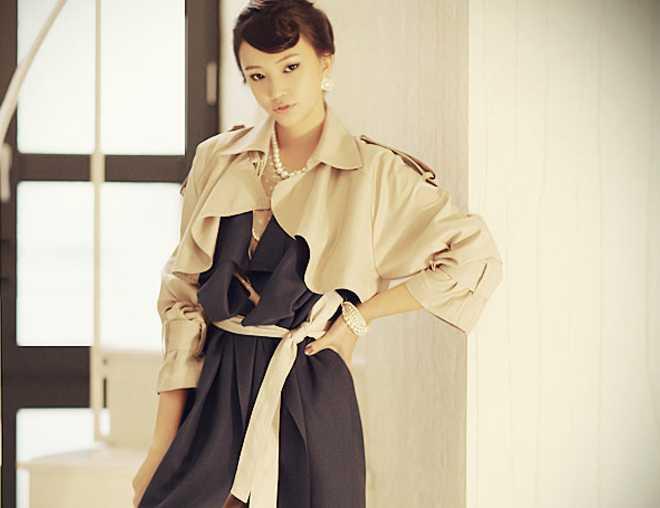 2011新款正品欧美干练气质翻领时尚肩章风衣