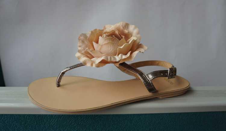 提供鞋类成型加工和鞋面加工,女装鞋,皮鞋,时装鞋。