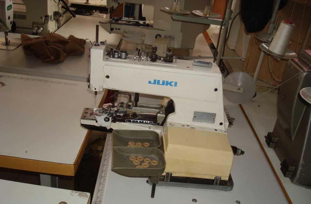 供应重机373钉扣机    出售各种缝纫机  缝纫设备 衣车及配件