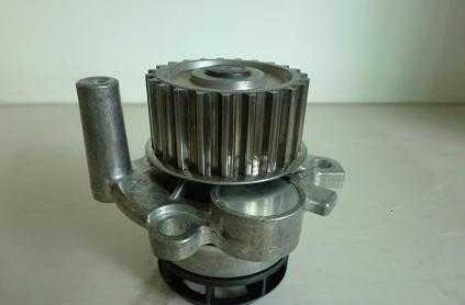 奥迪A6L2.0T汽车水泵06F121011高清图片