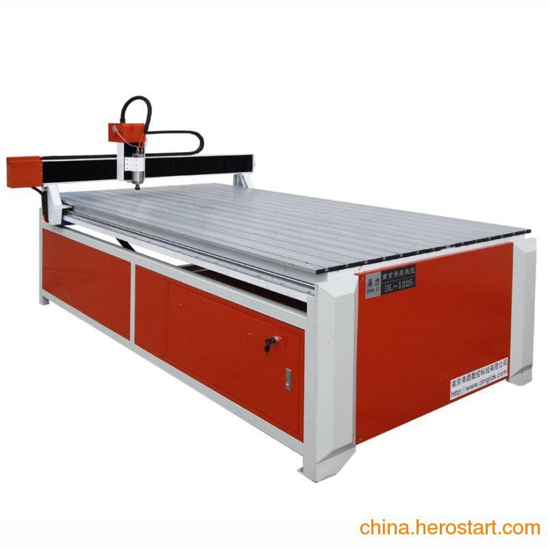 供应广告雕刻机1325生产厂专家 高性能 让你享受最完美的产品