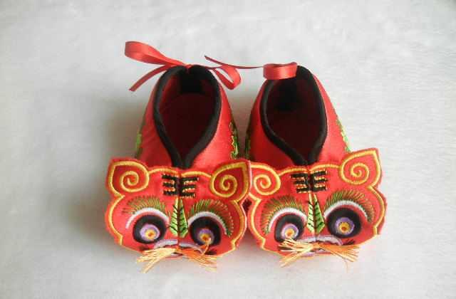 批发工艺品虎头鞋  婴儿软底学步鞋  宝宝满月礼品 旅游产品